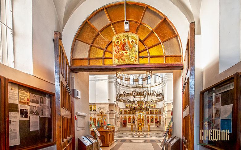 Храмовая икона в притворе Троицкой церкви в Щурове