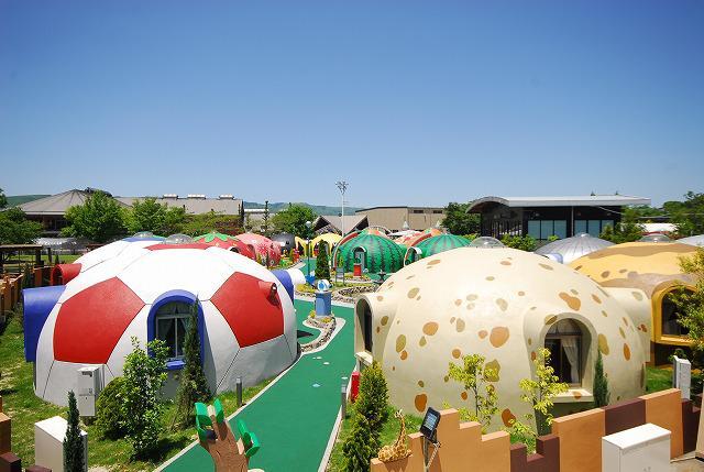 купольный дом в Японии, детский городок.