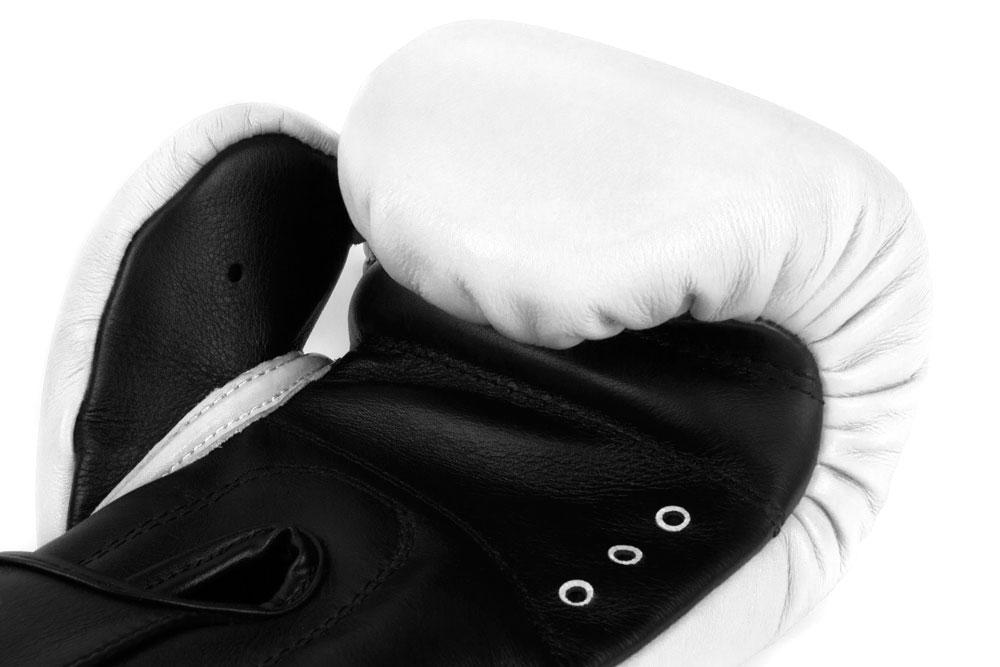 Вентиляция бело-черных боксёрских перчаток Dozen Dual Impact