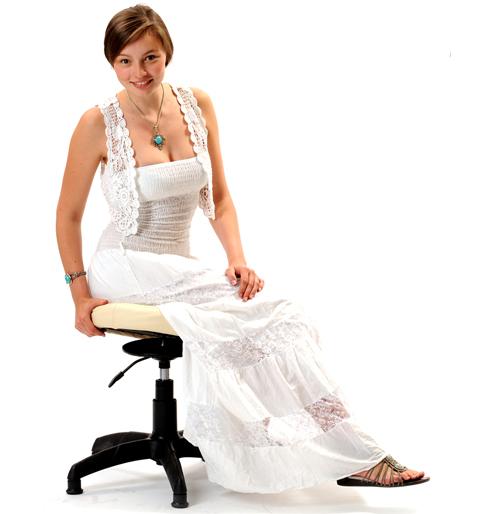 Для позвоночника важно чтобы он не был обездвижен. Подвижное сидение автопилотом подстраивается под каждое наше движение, меняя своё положение вместе с вами,  подерживаят необходимый уровень подвижности суставов, мышц спины и позвоночника.    Сохраняется возможность двигаться и свободно менять положение. Мышцы не затекают, поэтому сидеть мы не устаем.