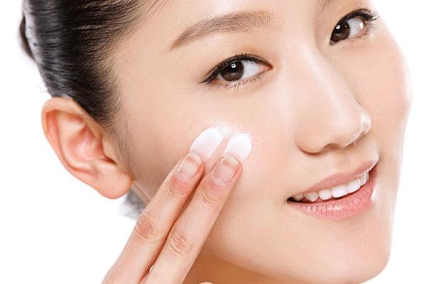 Особенности использования косметики с гиалуроновой кислотой