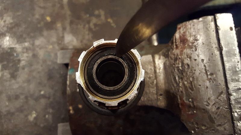Снятие пыльника с подшипника барабана втулки Hope pro 2 evo
