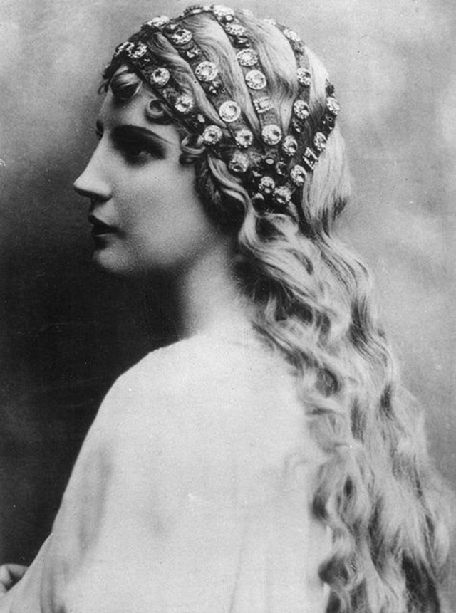 Оперная певица Кирстен Флагстад (Kirsten Flagstad) в роли Эльзы для оперы Р.Вагнера Лоэнгрин