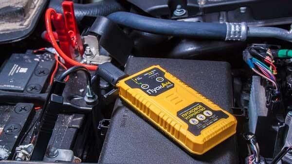 Пусковое устройство для запуска двигателя автомобиля Пускач 8000
