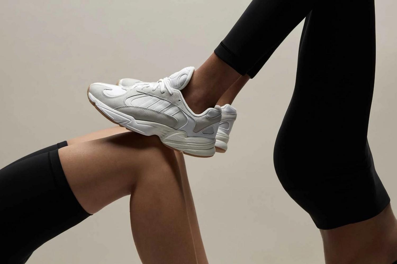 Женский силуэт - кроссовки Adidas Yung 1