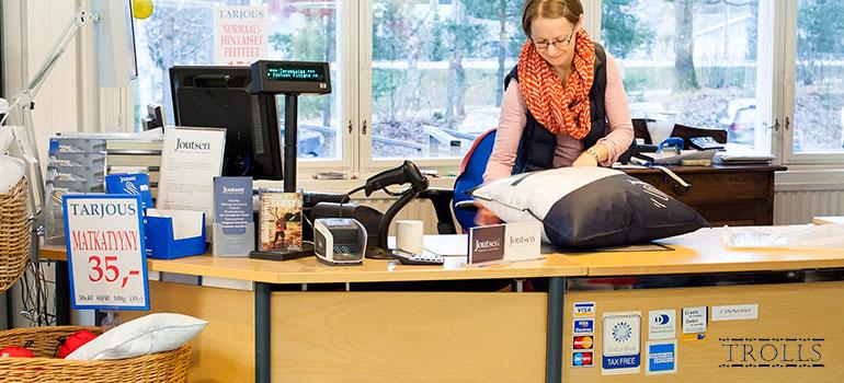 В фирменном магазине Joutsen в Финляндии