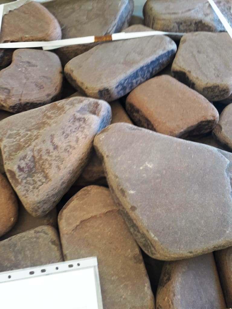Бутовый цокольный камень красный терракот галтованный