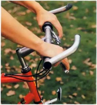 Велорога захищають руки велосипедиста
