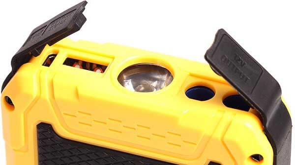 Разъемы пускового устройства Hummer H8 спрятаны под резиновые уплотнители