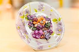 Готовая работа папертоль Медвежонок с цветами - декорирование тарелки.