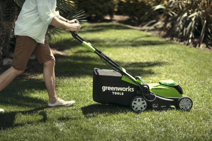Мульчирование газона с использованием техники Greenworks