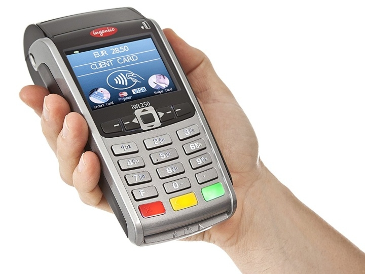 POS-терминал можно подсоединить к планшету через Bluetooth или EKAM-BOX
