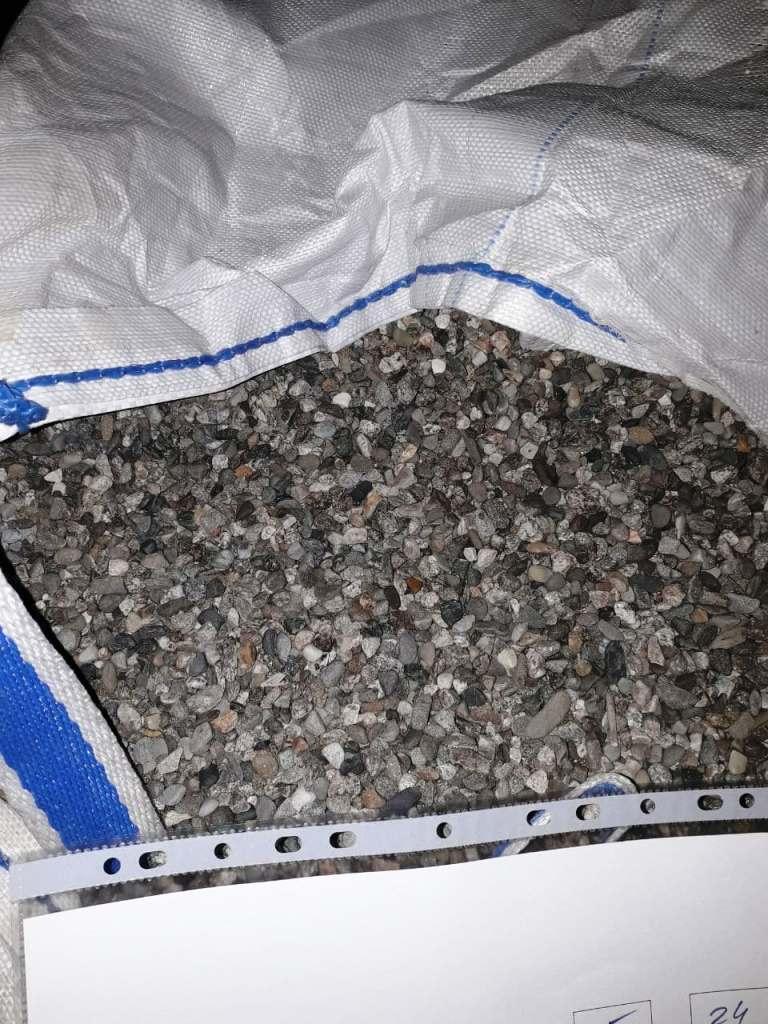 серый камень для засыпки