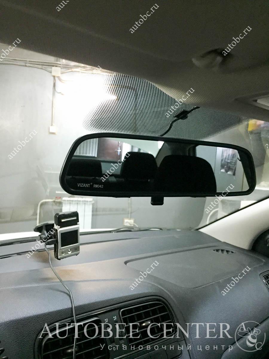 VW Поло Седан (камера заднего вида и монитор)