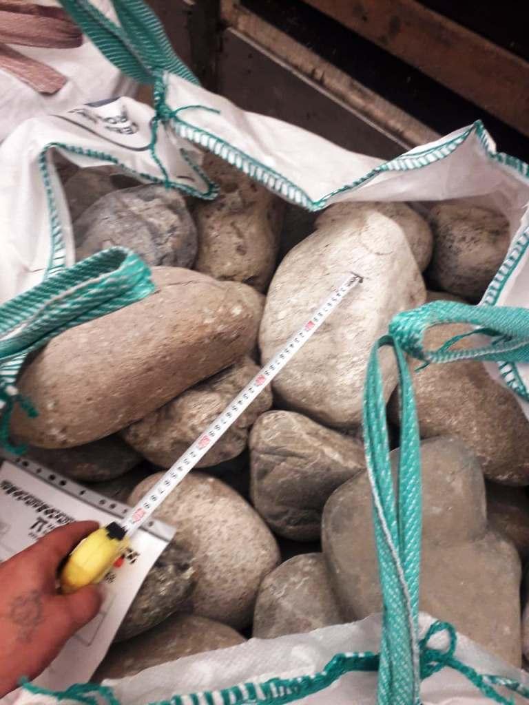 Серый камень для огорода