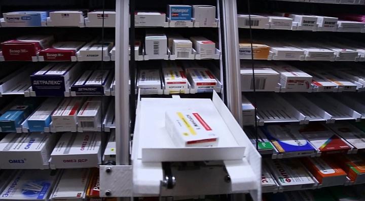 Сбор лекарств по чеку в аптеке с помощью робота-манипулятора