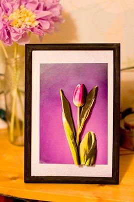 Готовая работа папертоль Тюльпан в фиолетовом - оформление в рамку.