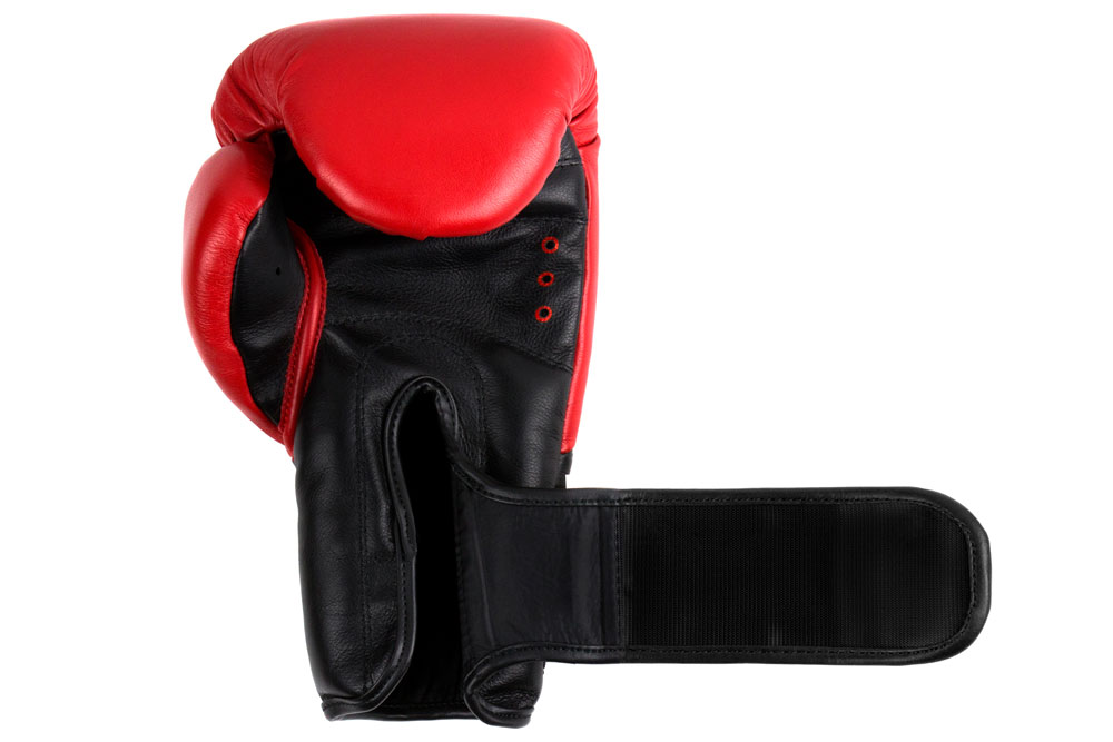 Ладонь красно-черных боксёрских перчаток Dozen Dual Impact