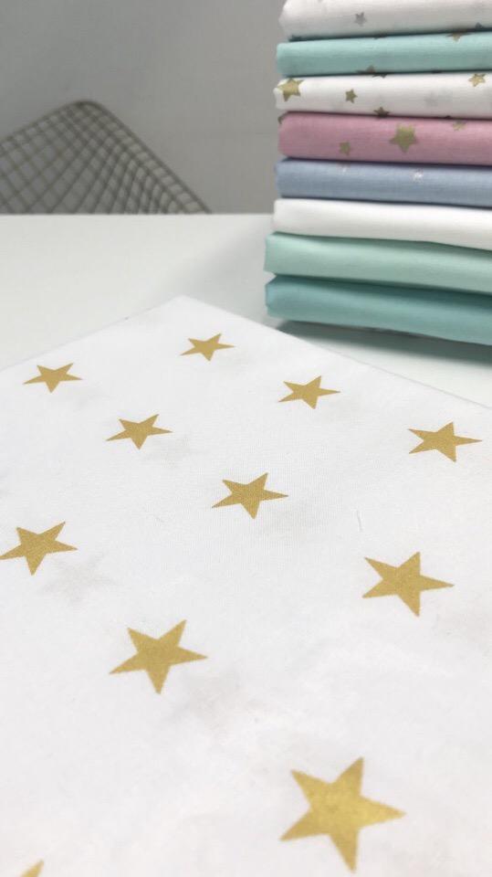 Белая ткань с золотыми звездами