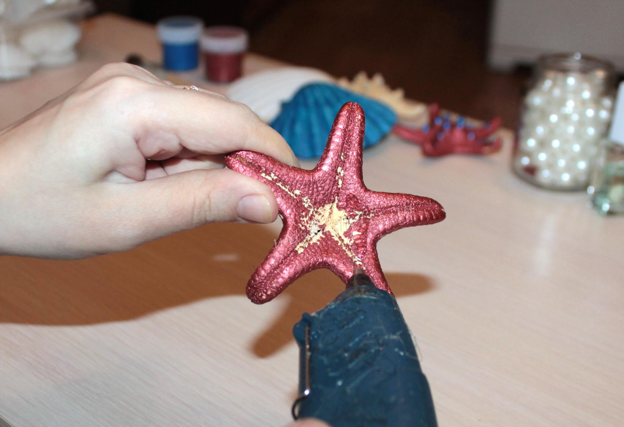 наносим горячий клей на морскую звезду