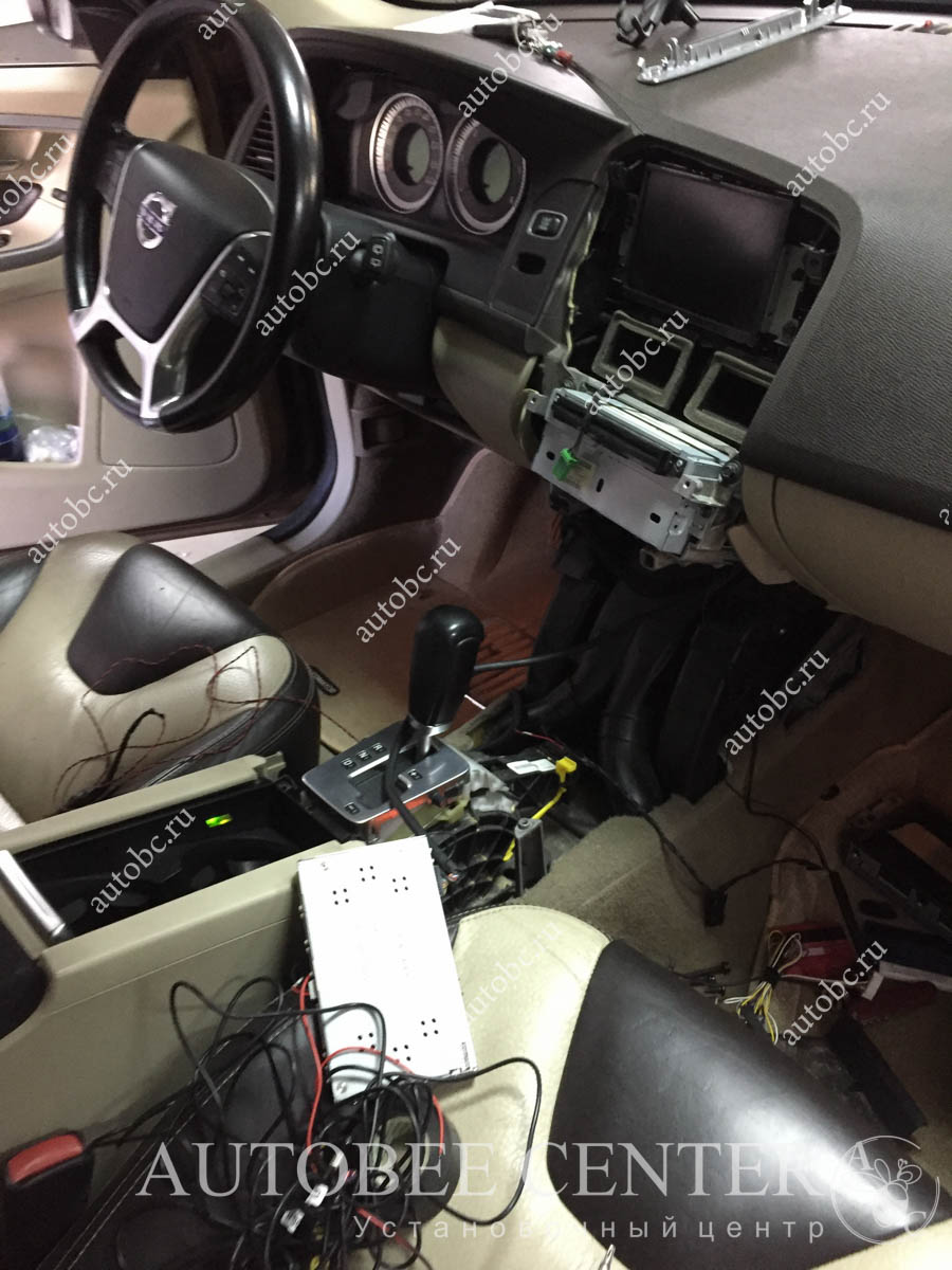 Volvo XC60 (установка камеры заднего вида)
