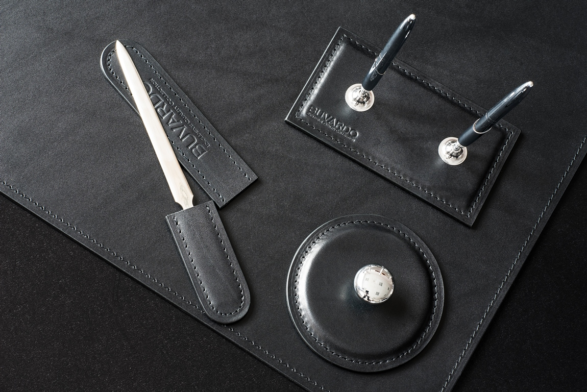 Подставка для двух ручек LUXE из кожи Full Grain Bologna Black