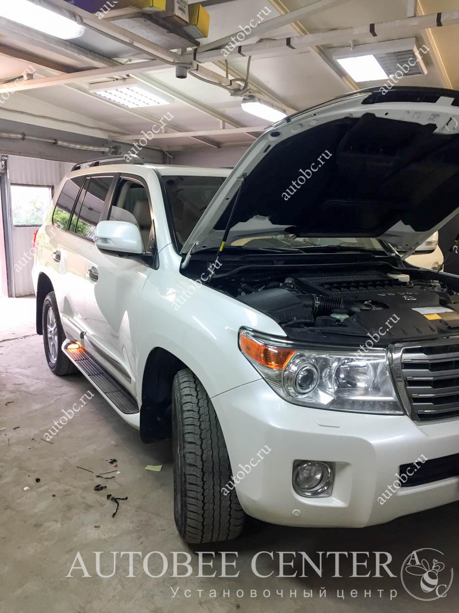 Toyota LC200 (установка NeoLine X53)