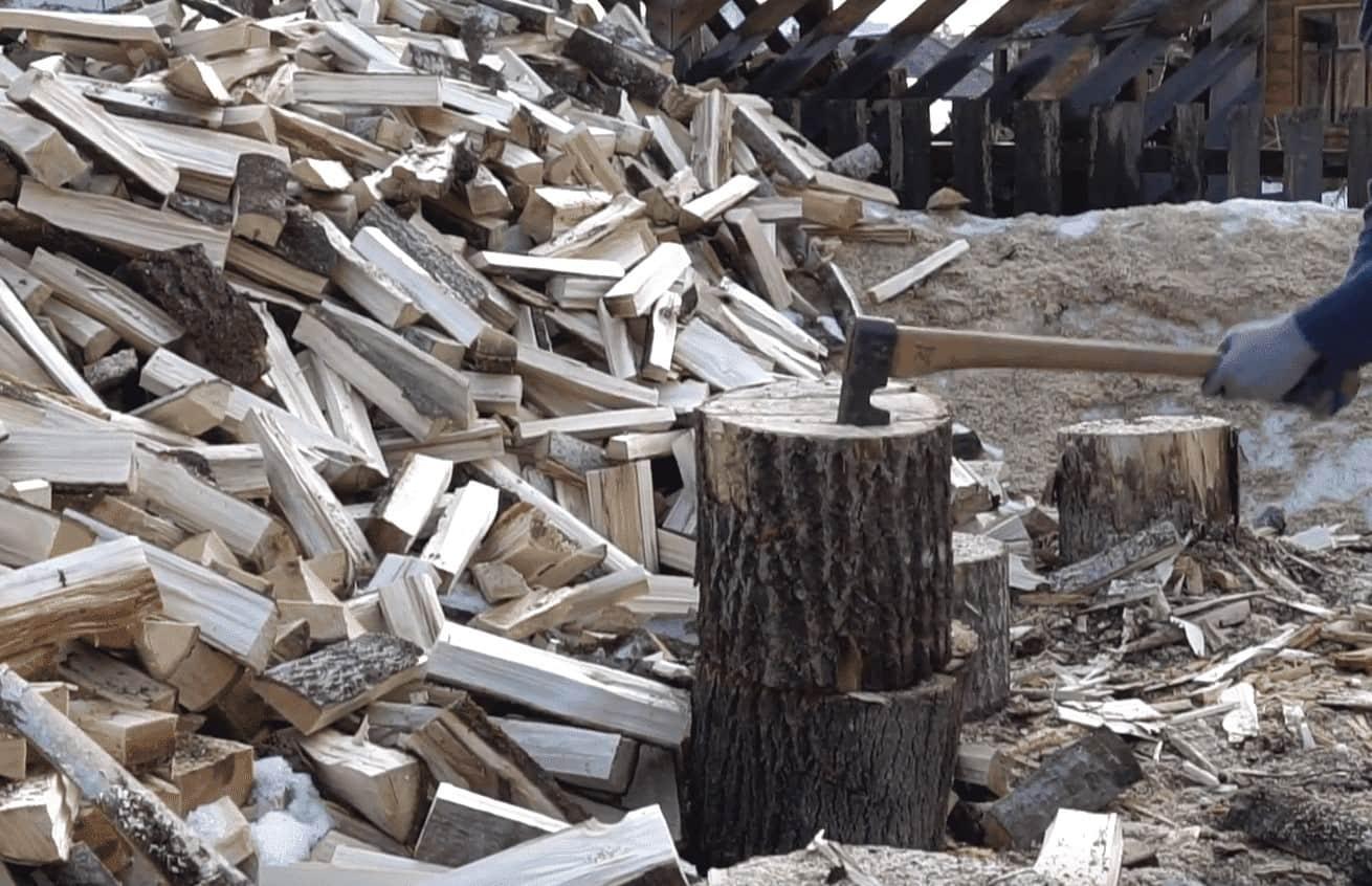 колка дров топором