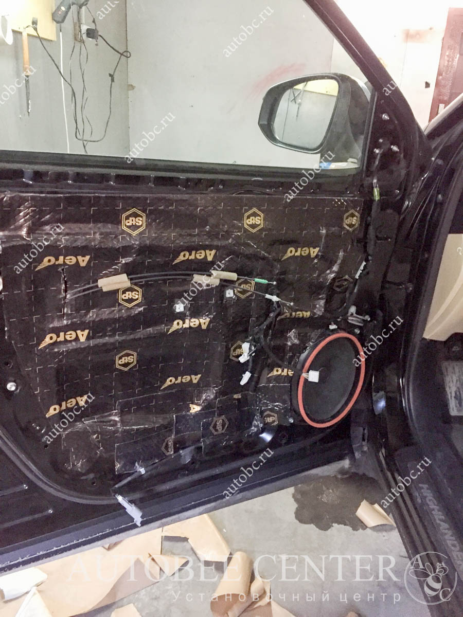 Toyota Highlander (шумоизоляция дверей)