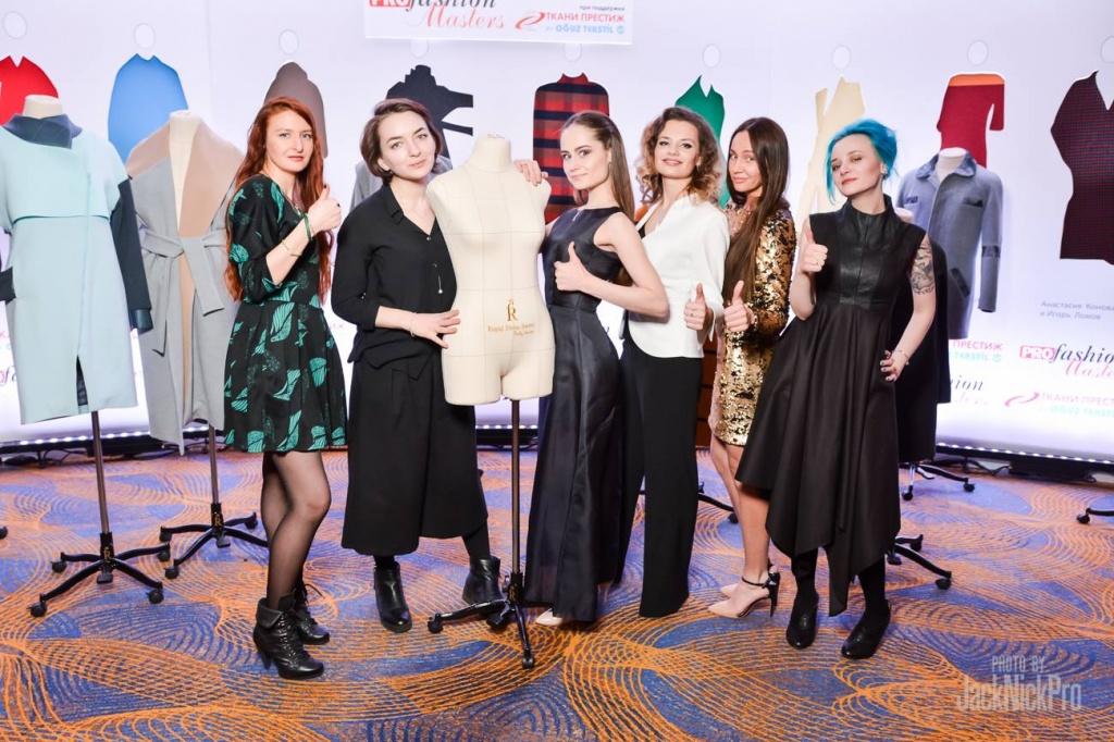 Конкурсанты PROfashion Masters с портняжными манекенами Royal Dress forms