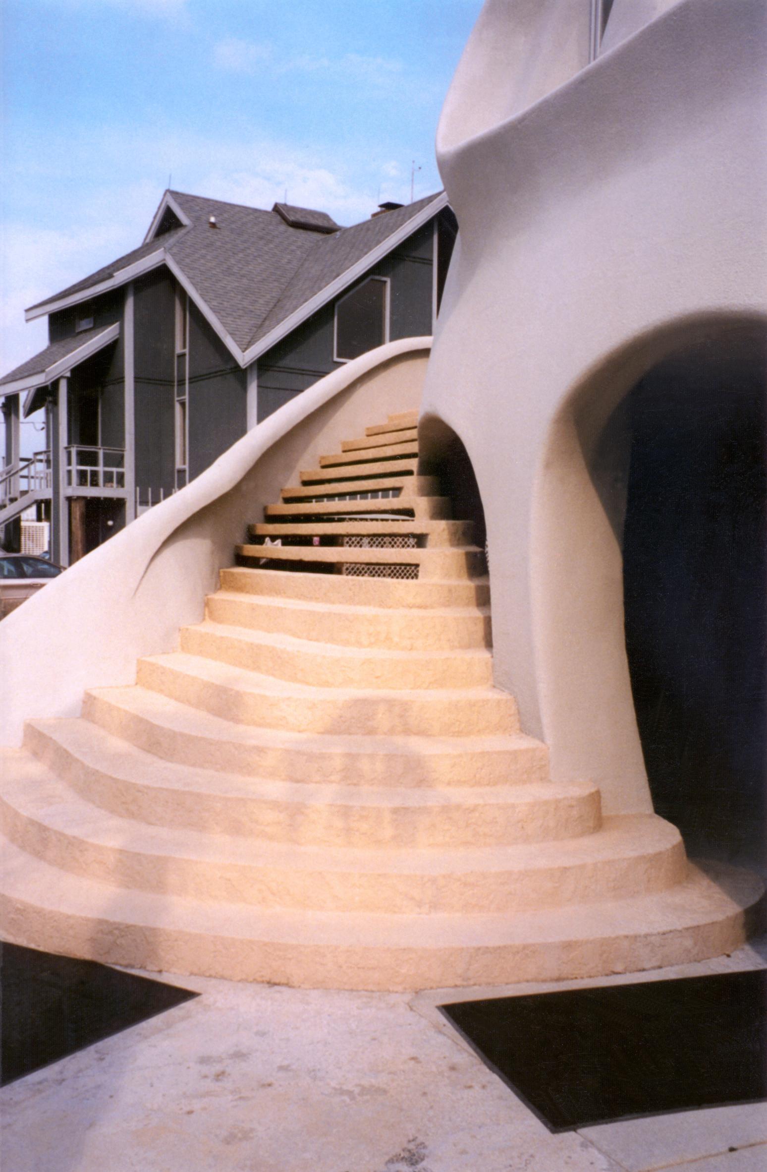 лестница на 2 этаж в купольном доме