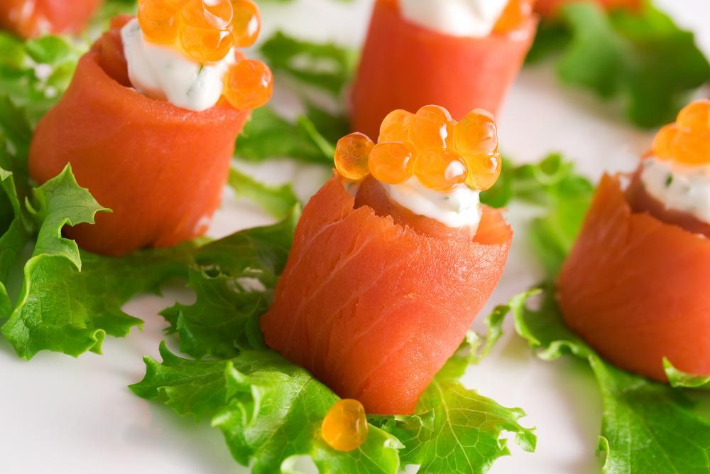 Рецепт от гурмана: рулетики с лососем