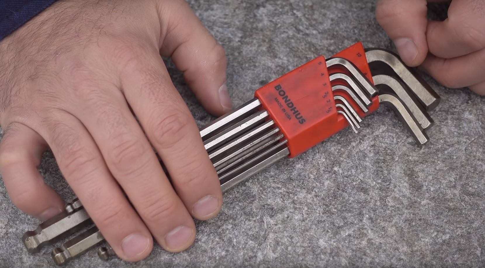 Набор инструментов для начинающего вело любителя.