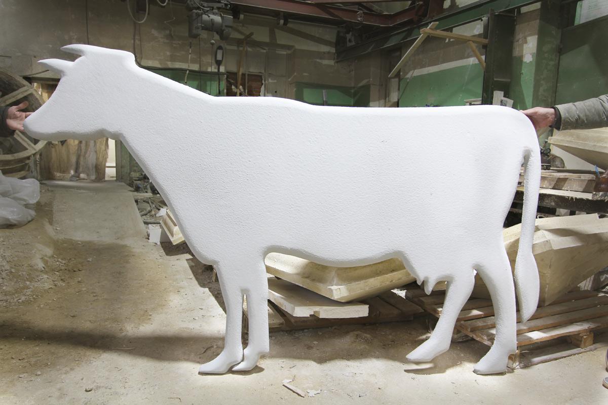 Силуэт коровы в натуральную величину.