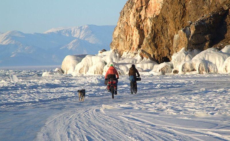 Велотуристы на Байкале