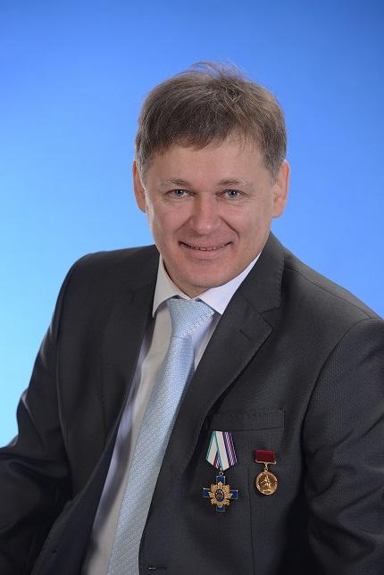 Академик ВМАИТ Конин К.А о стуле для школьника