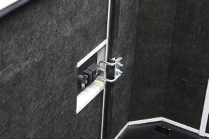 Антивандальный замок боковой крышки и негорючий шумопоглащающий материал