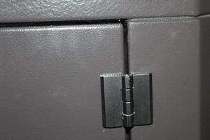 Петли боковой двери ящика