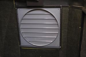 Инерционны жалюзи для вентиляции ящика