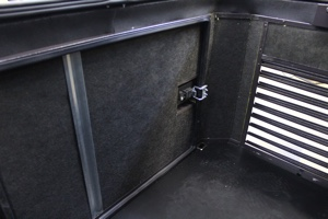 Декоративная решетка и внутренний негорючий шемозащитный материал ящика