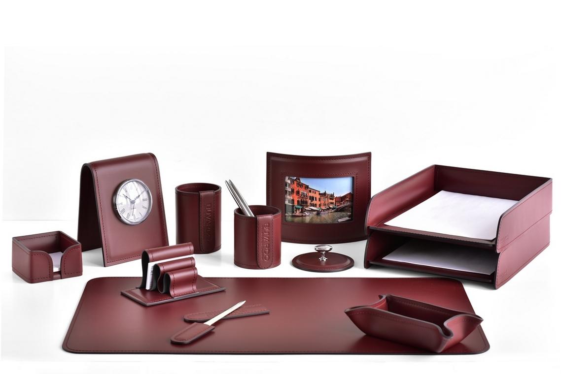 Набор на стол руководителя из итальянской кожи Cuoietto цвет бордо.