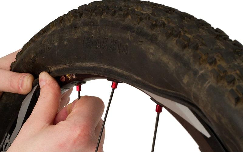 Как надеть жесткую покрышку на обод велосипедного колеса