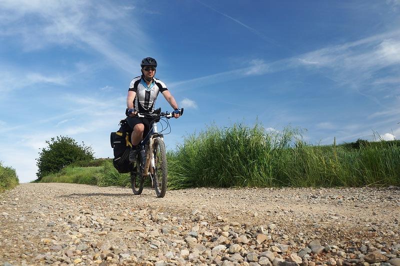 Велотурист, дорога, небо