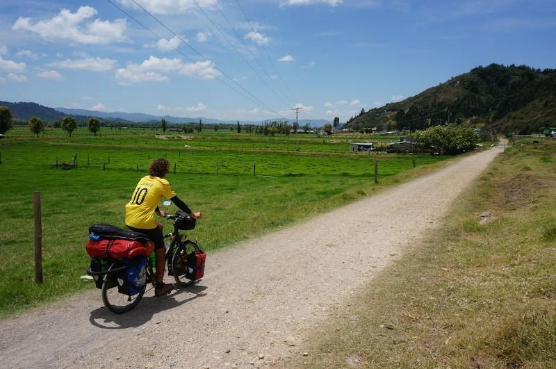велотурист на маршруте