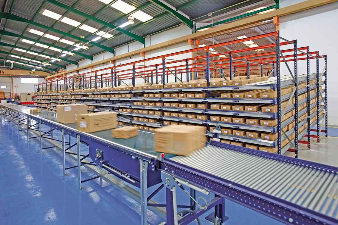 Конвейерная сортировочная система на складе