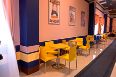 Столы для кинокафе на хромированном каркасе