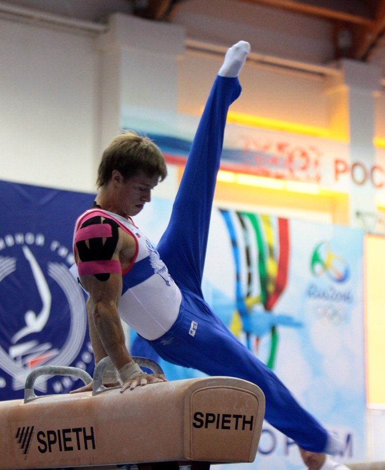 Тейпирование гимнастов на Кубке России 2013
