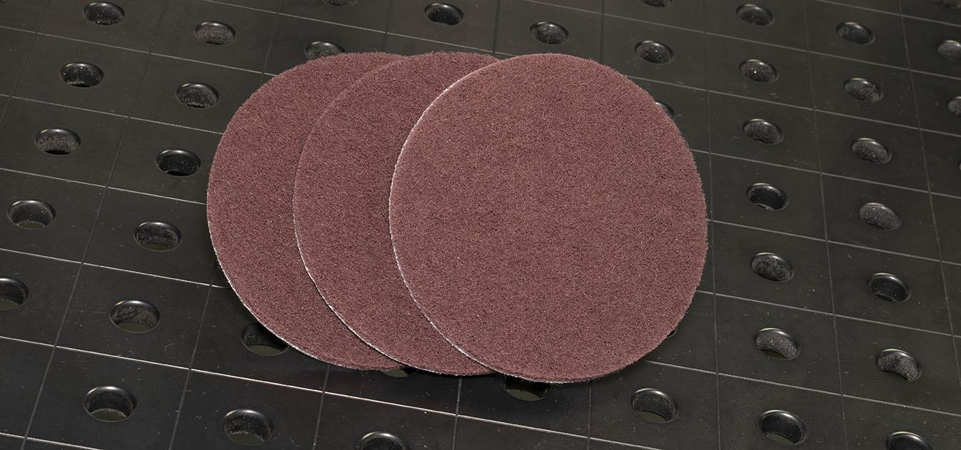На изображение показаны круги диаметром 125 мм из нетканого материала Very Fine