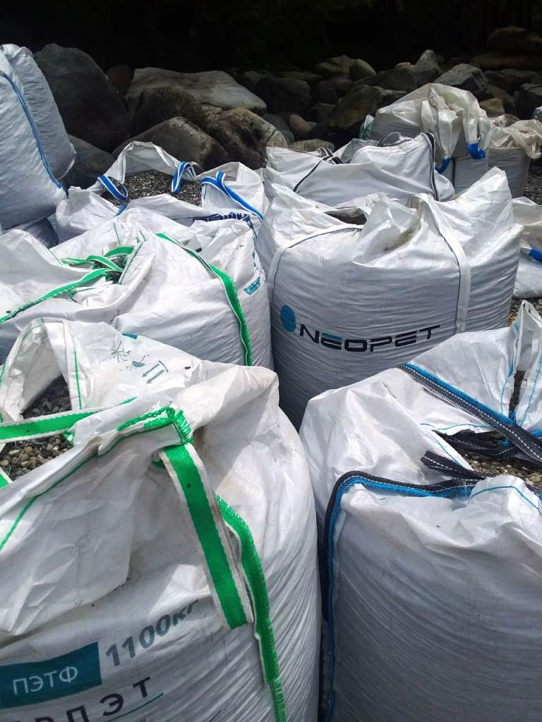 готовые мешки с камнем перед отправкой