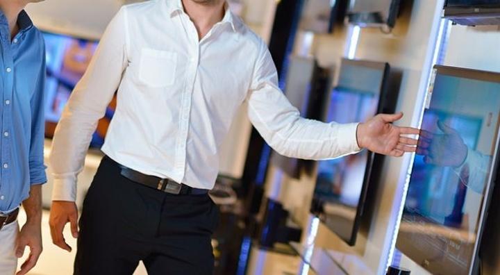 Невнимательность к покупателю недопустима в розничном магазине
